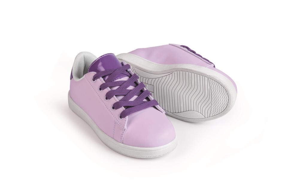 Cool: Kinder Schuhe, die im Sonnenlicht die Farbe wechseln
