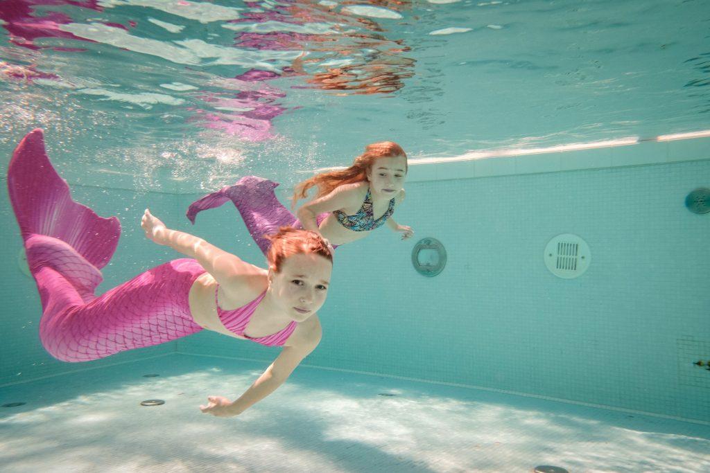 meerjungfrauen schwimmen f r kinder schwimmen wie eine nixe hello familiii. Black Bedroom Furniture Sets. Home Design Ideas
