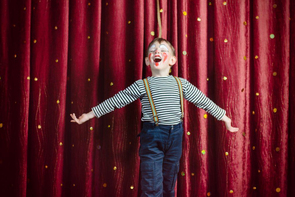 kinder spielen theater
