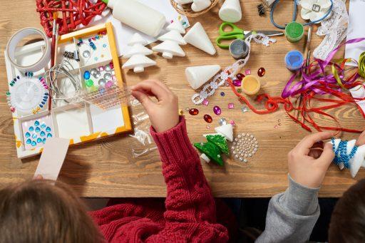 Weihnachtsbasteln Im Kindergarten.Das Wird Lustig Gemeinsames Weihnachtsbasteln Im Ekiz Wagna