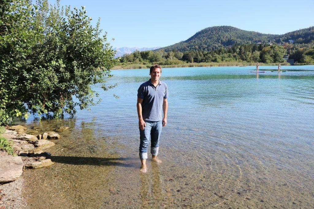 Naturfreunde Kärnten Vorsitzender Philipp Liesnig an einem Kärntner See. Der Kampf für gerechte Seezugänge geht weiter.