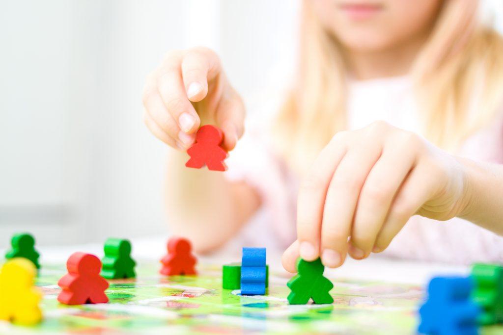 Spielendes Kind - Brettspiele