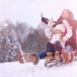 rodeln winter familie kinder
