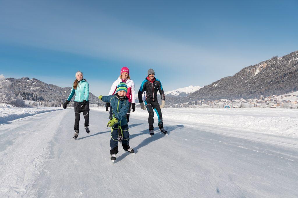 Eislaufen für die ganze Familien am Weissensee.