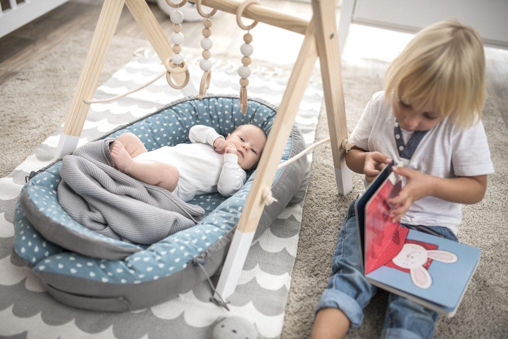 Träumeland Babynest mit älterem Kind