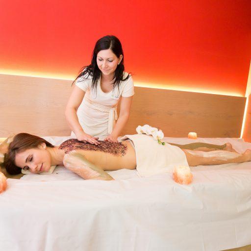 frau_bei_massage_hotel_aigo