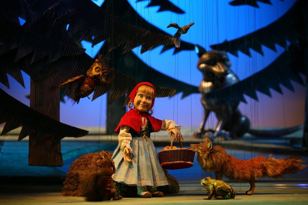 """""""peter und der wolf""""  """"rotkäppchen"""" im marionettentheater"""
