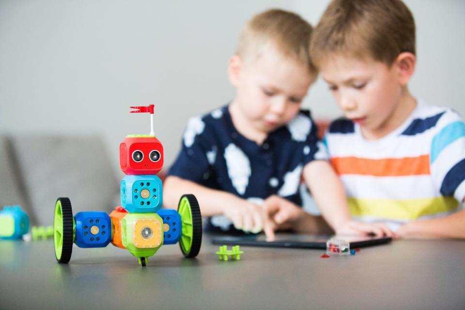 RoboWunderkind mit Kindern