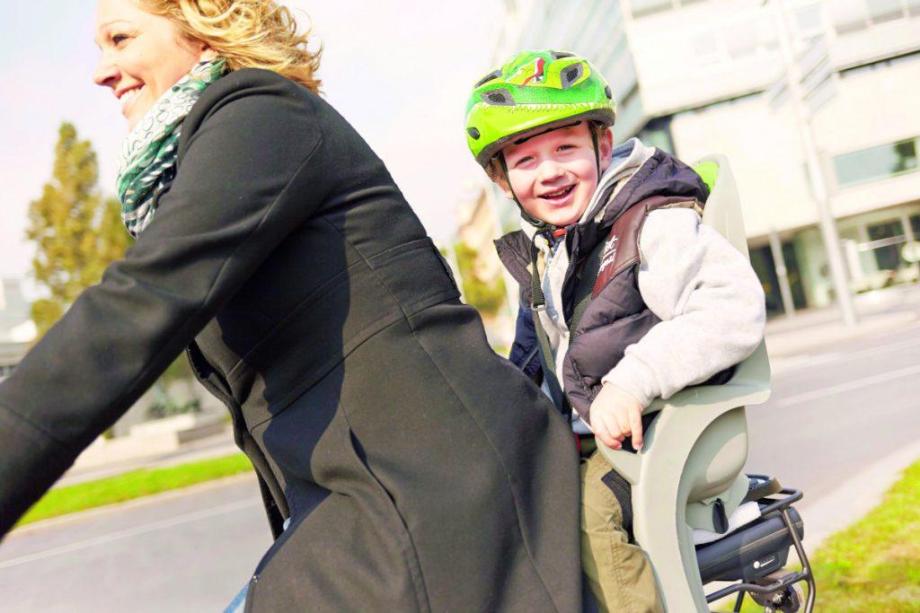 Radeln mit kleinen Passagieren familiii