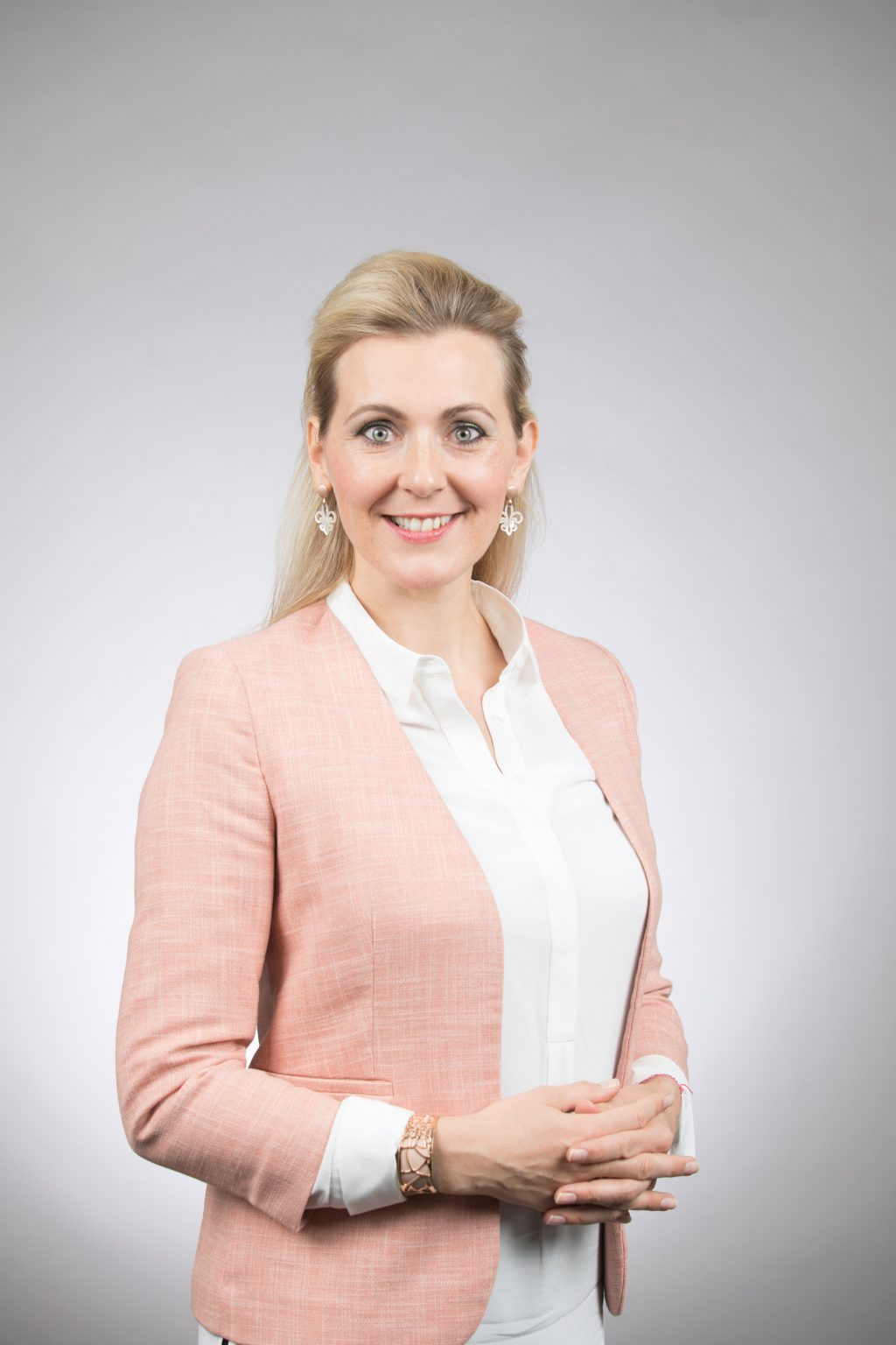 Familienministerin Christine Aschbacher Credit Glaser