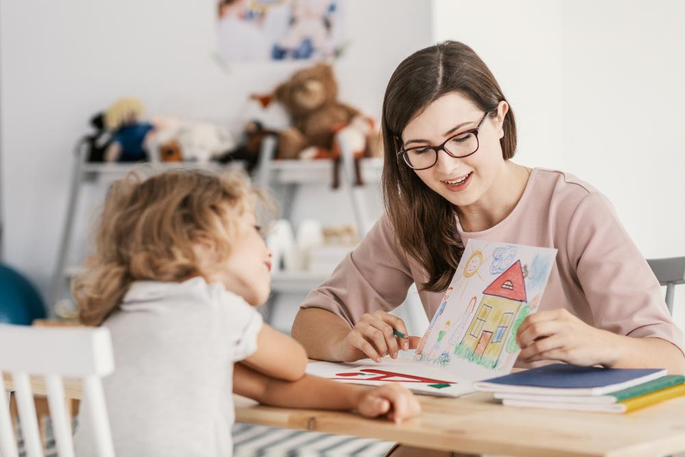 Kind und Nachhilfelehrer