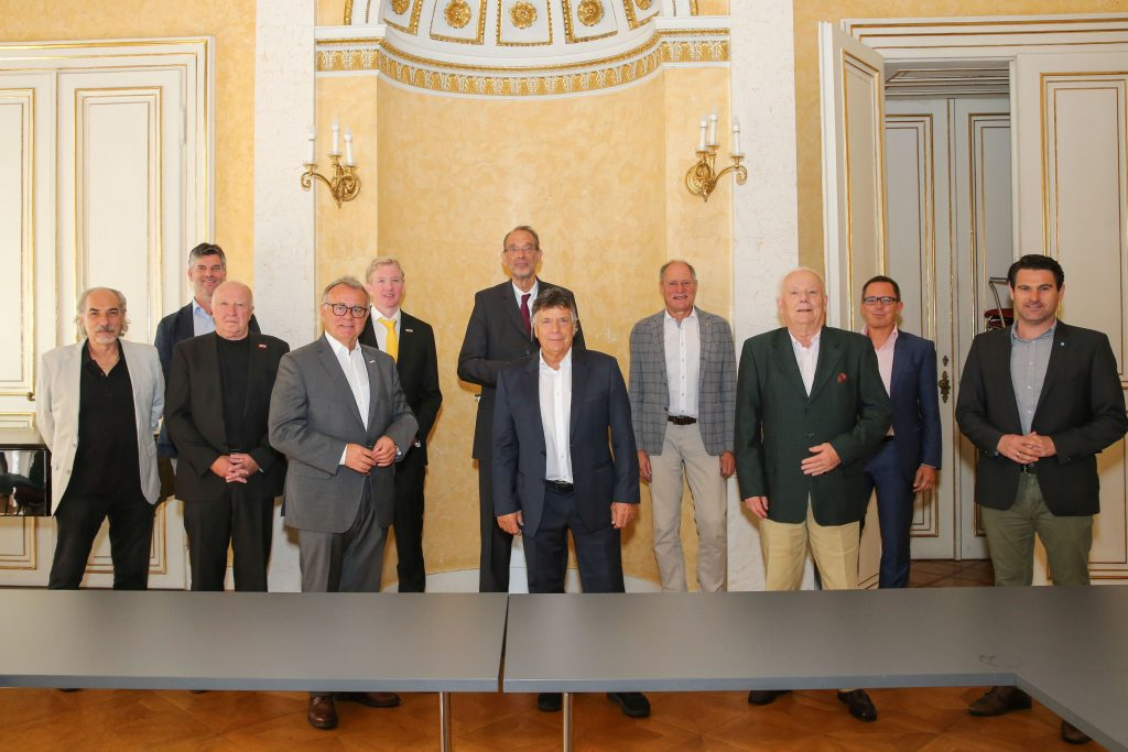 VIENNA,AUSTRIA,03.SEP.20 - OLYMPICS - OEOC, photo shooting. Image shows 1st row: Peter Kleinmann, Peter Korecky (ASKOE), president Hans Niessl (BSO), president Peter Schršcksnadel (OESV), Siegfried Robatscher (ASV…) and Christoph Zarits(OEVP), 2nd row: Gerd Bischofter (BSO), Peter McDonald (Union), minister of education Heinz Fassmann, general secretary Peter Mennel (OEOC) and Philip Newald. Photo: GEPA pictures/ Michael Meindl