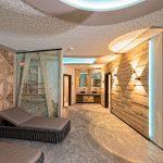ruhe_und_entspannung_im_modernen_wellnessbereich_alpinhotel_berghaus