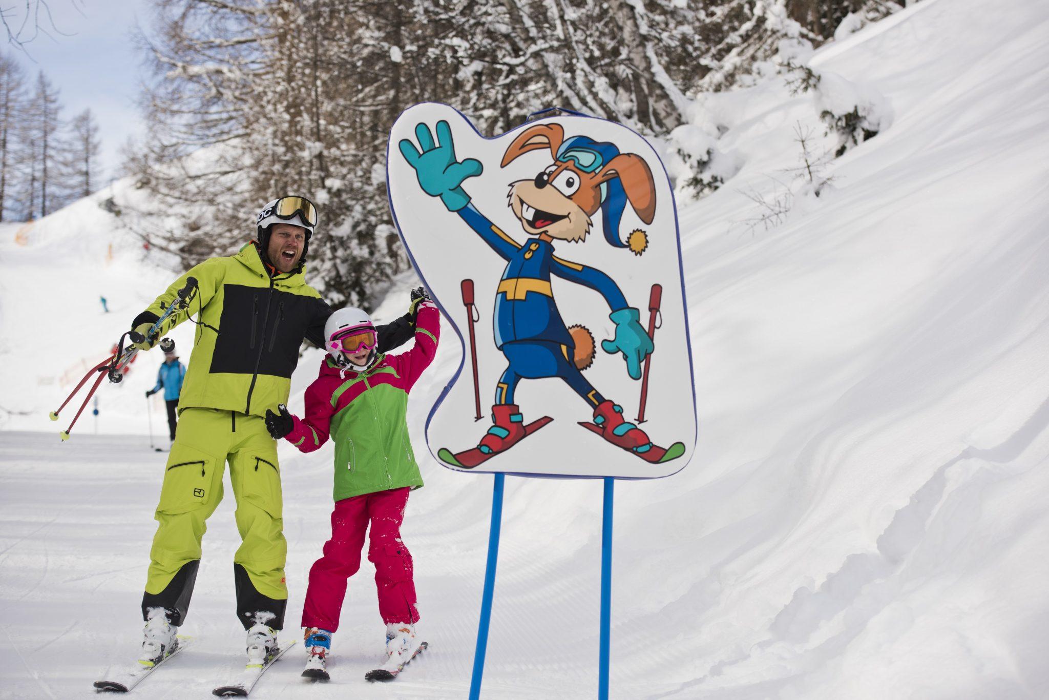 kinderspass_auf_der_piste_c_arlberger_bergbahnen_ski_arlberg