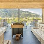 sauna_mit_panoramafenster_im_sommer_wanderhotel_vinschgerhof