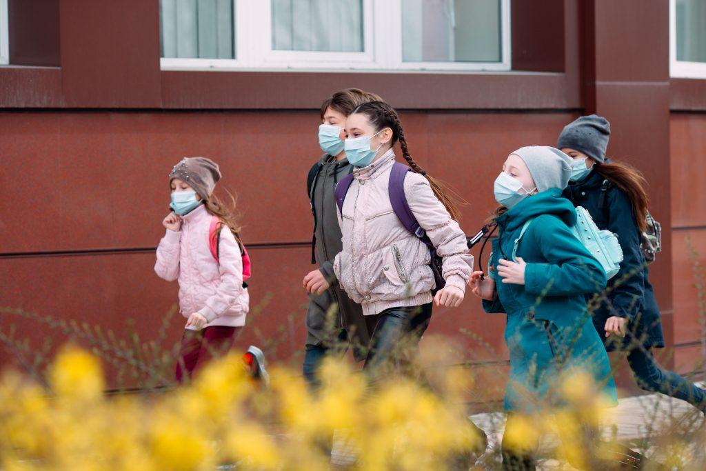 Schüler mit Mundnasenschutzmasken