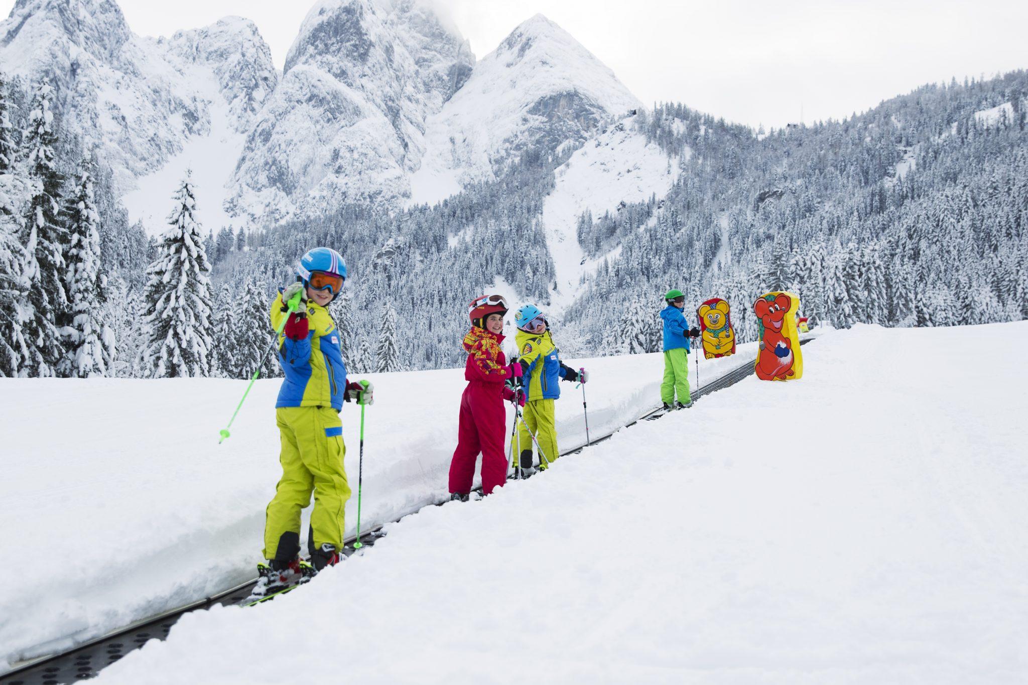 skifahren_bei_traumhafter_aussicht_c_schoepfmandiaon.at_dachstein_west