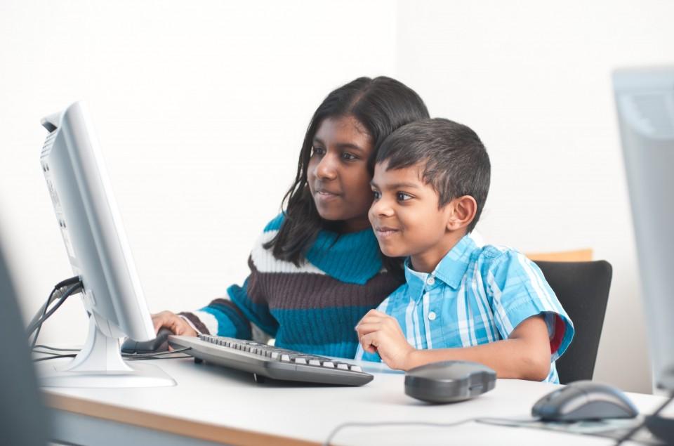 Kinder mit Laptop VHS Lechner