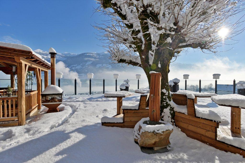 verschneite_terrasse_hotel_waldfriede