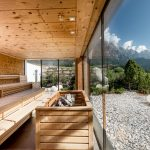 finnische_sauna_mit_panoramafenster_c_peter_kuehnl_puradies_-_mein_naturresort
