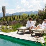 paerchen_am_naturbadeteich_wellnessnaturresort_gut_edermann