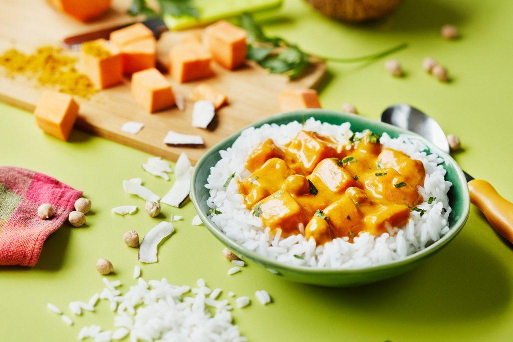 Rotes Süßkartoffel-Curry – schmeckt gut, ist gut, zu Hause und in der Schule.