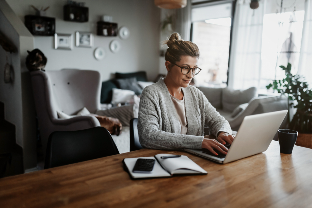 Businesswoman,Working,On,Laptop,Computer,Sitting,At,Home,And,Managing