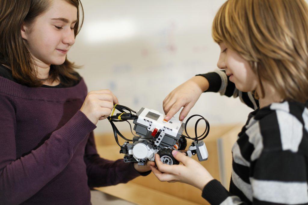 Für Kinder gibt es eigene Bewerbe, etwa im Bereich der Rettungsrobotik / Own competitions for kids in the Rescue League for instance