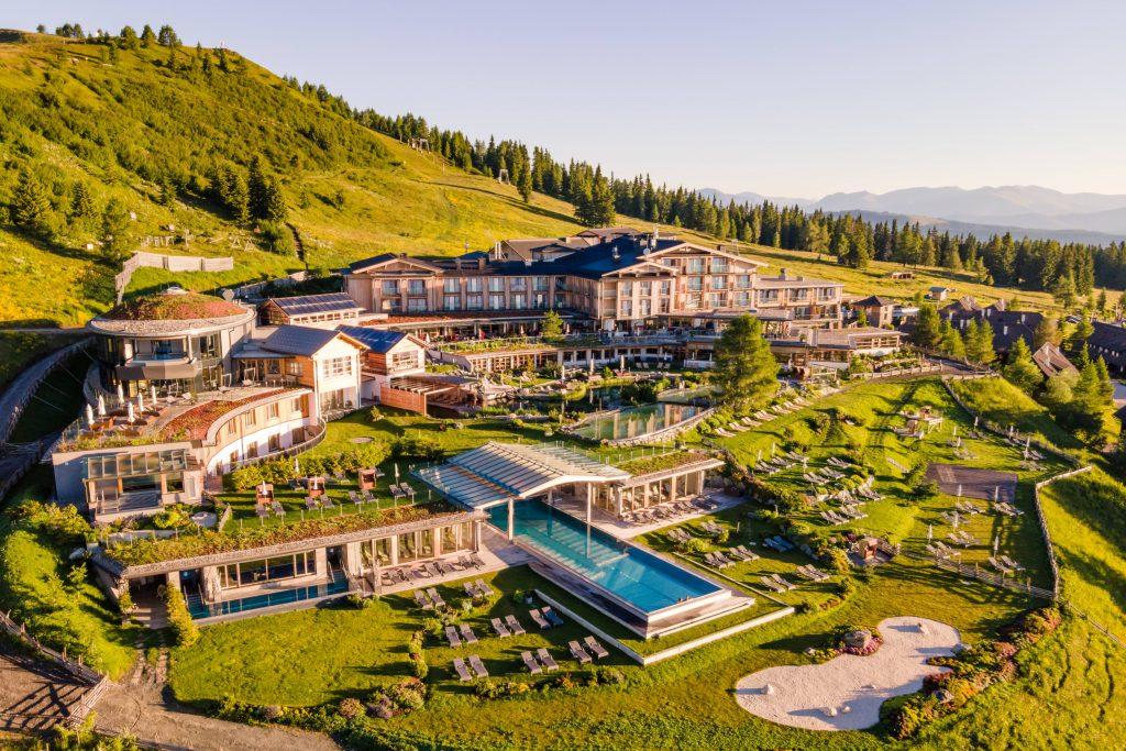 aussenansicht_auf_das_mountain_resort_feuerberg_c_michael_stabentheiner_mountain_resort_feuerberg