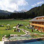 natur-badeteich_und_outdoorpool_mit_grosser_liegewiese_im_hotel_tirler_tirler-_dolomites_living_hotel