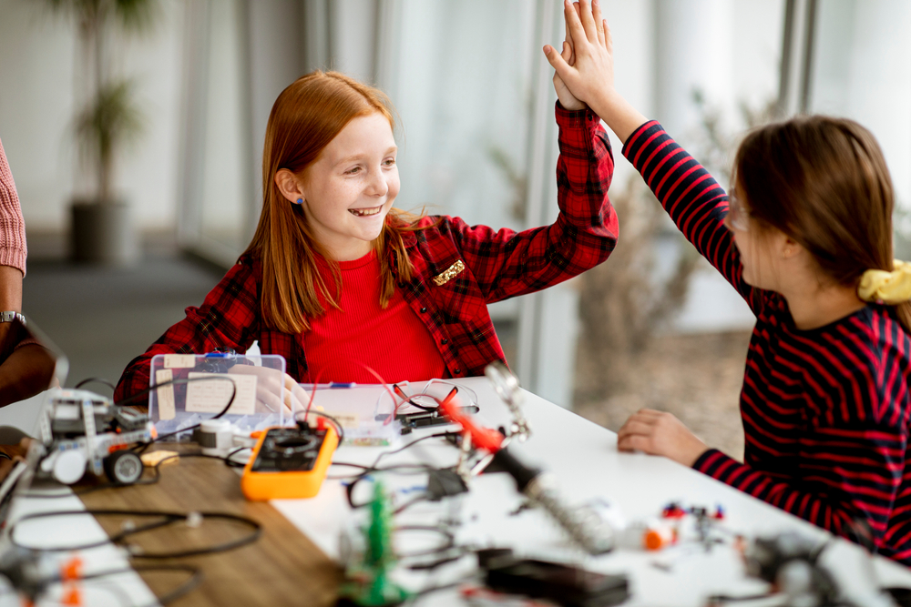 Group,Of,Cute,Little,Girls,Programming,Electric,Toys,And,Robots