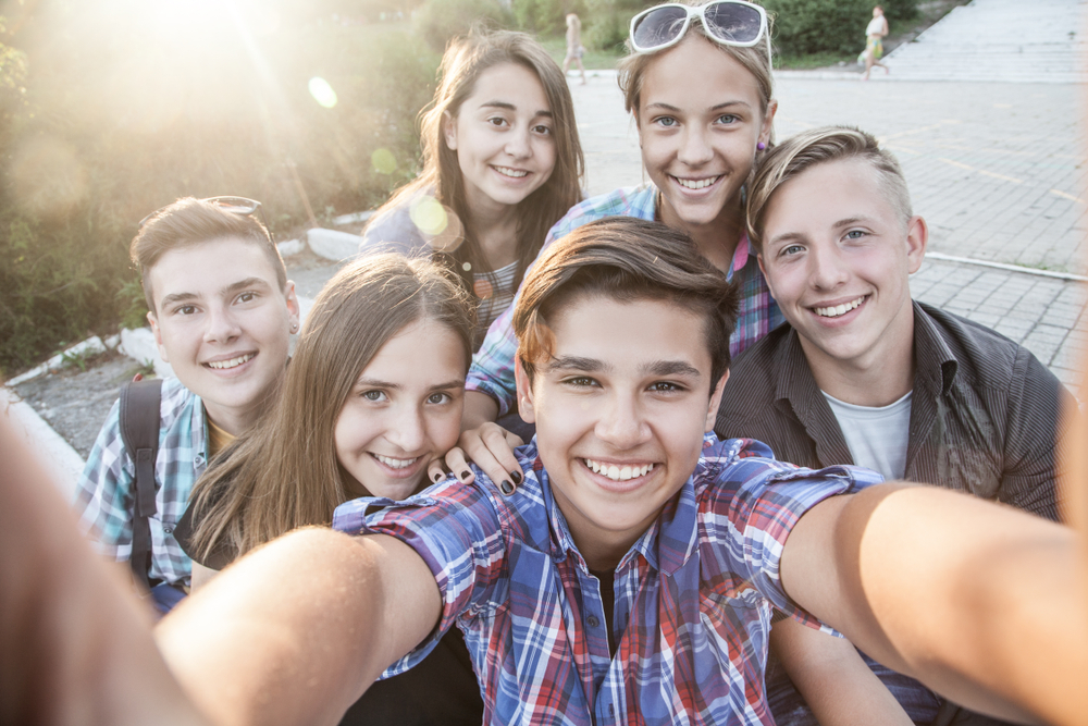 Group,Of,Teenagers,In,The,Park,Do,Selfie
