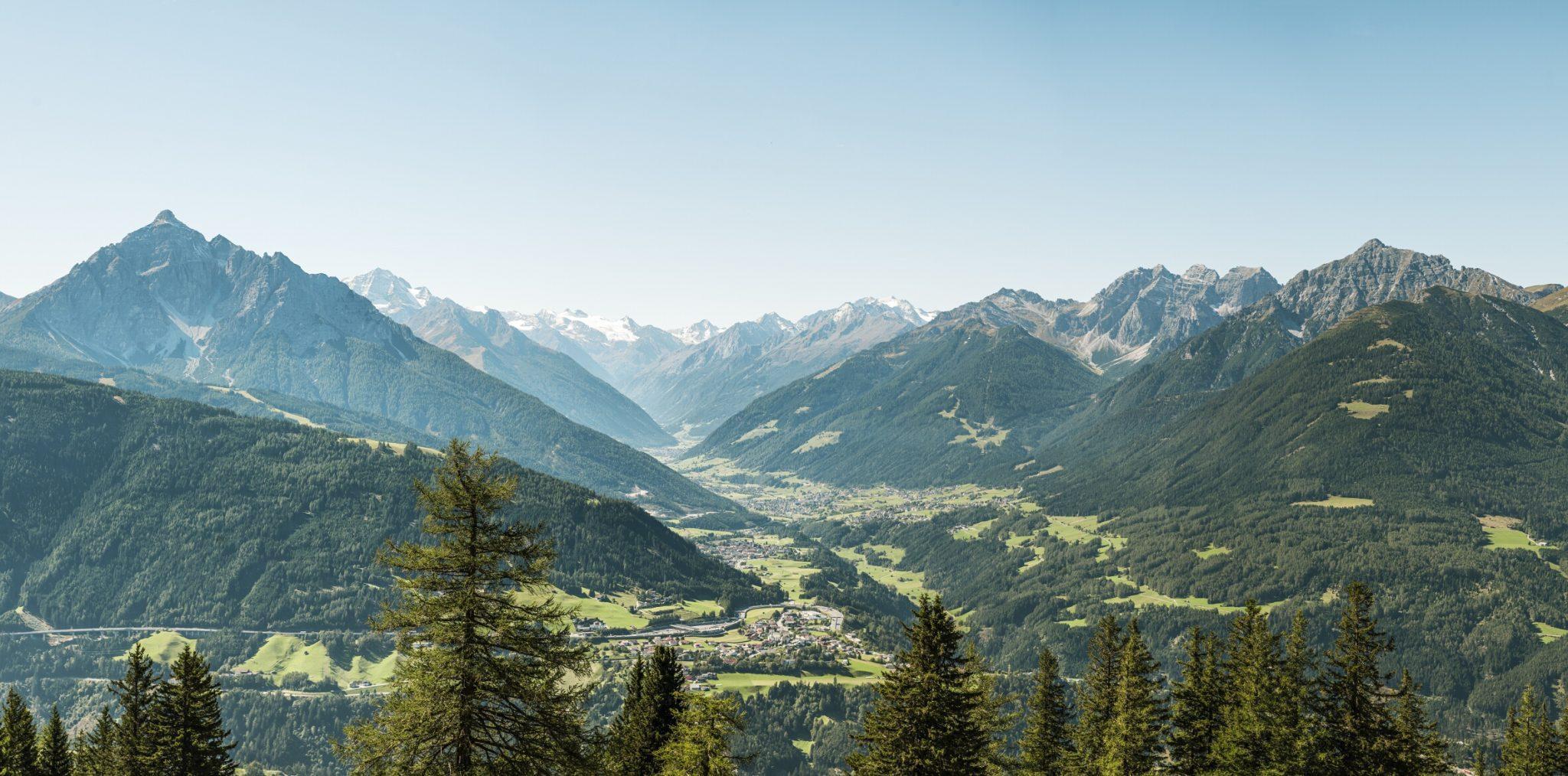 Das Stubaital hat sich auf den Neustart sorgfältig vorbereitet. Das 35 Kilometer lange Tal sŸdlich von Innsbruck direkt am Alpenhauptkamm bietet Bergfreunden und Erholungssuchenden ein ungewšhnlich vielseitiges Angebot.