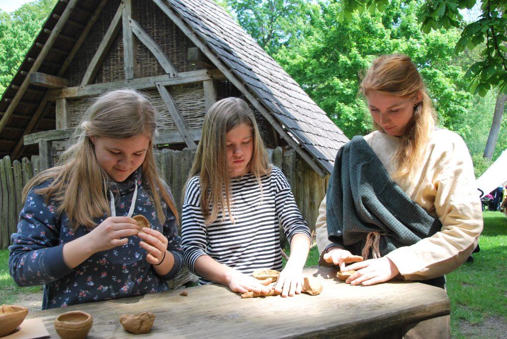 Historische Handwerkskurse Kinder (c) MAMUZ