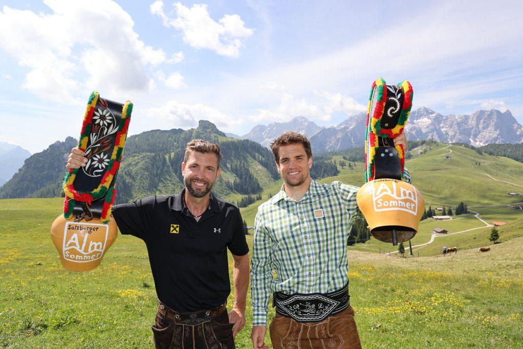 Snowboard-Doppelweltmeister Andi Prommegger und Ski-Vizeweltmeister Roland Leitinger lie§en sich die Almsommer-Eršffnung in der Almenwelt Lofer nicht entgehen.