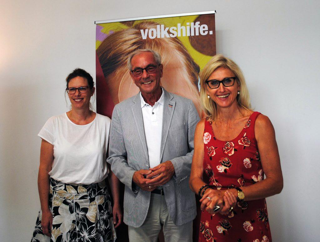 Präsentierten die Lernhilfe für alle SchülerInnen in NÖ(vlnr): Prokuristin Maria Panzenböck-Stockner, Präsident Ewald Sacher, Lernservice-Leiterin Renate Haslinger