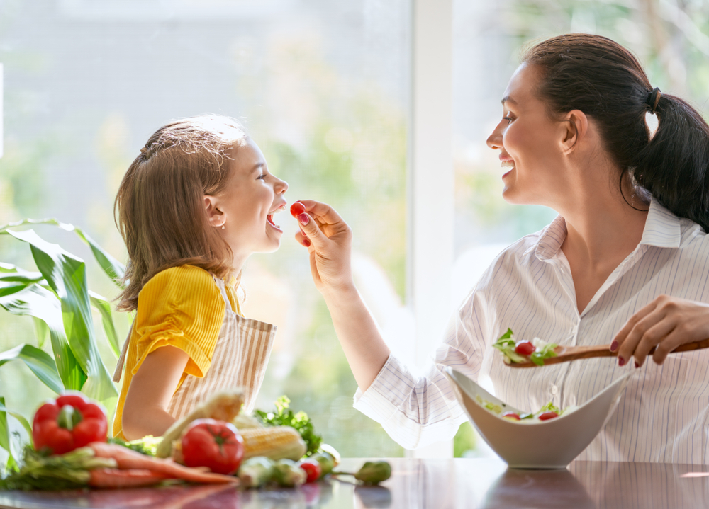 Healthy,Food,At,Home.,Happy,Family,In,The,Kitchen.,Mother