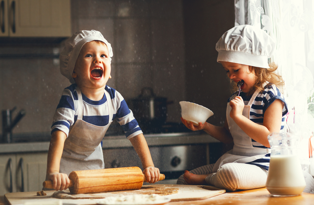 Happy,Family,Funny,Kids,Are,Preparing,The,Dough,,Bake,Cookies