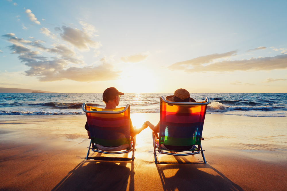 Happy,Romantic,Couple,Enjoying,Beautiful,Sunset,At,The,Beach