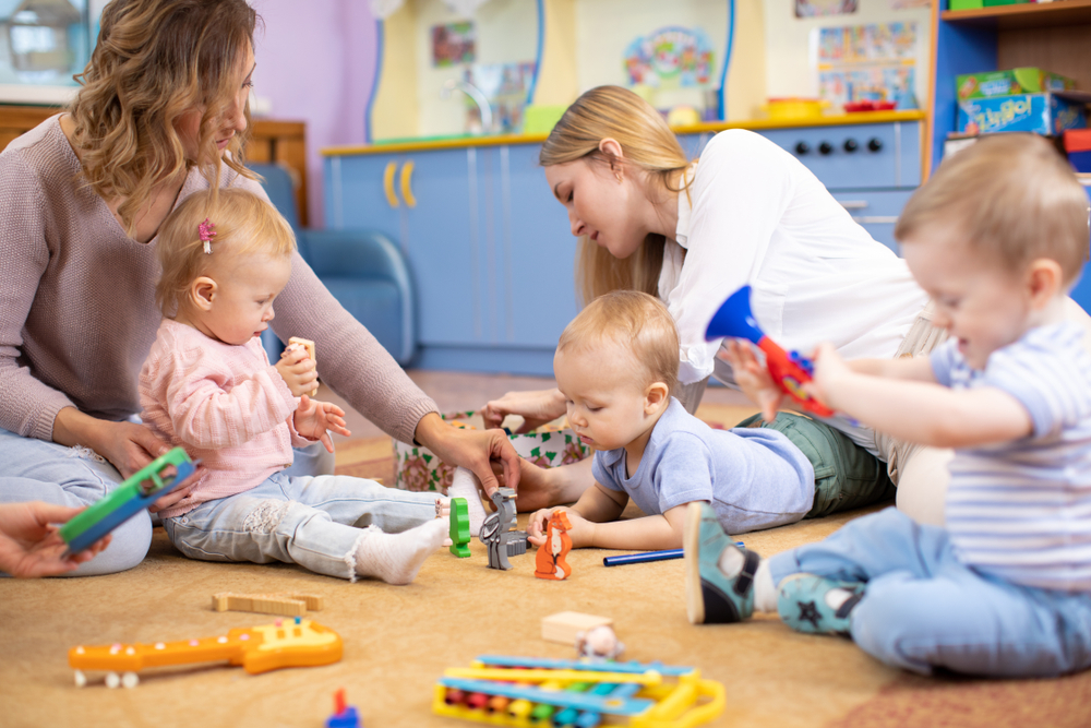 Friends,With,Children,Toddlers,Playing,On,The,Floor,In,Montessori