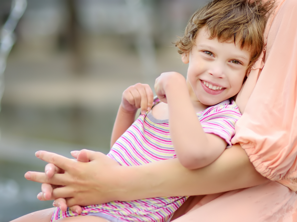 Close-up,Portrait,Of,Beautiful,Disabled,Girl,In,The,Arms,Of