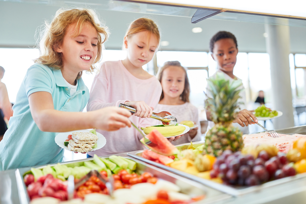 Hungry,Children,As,Students,Pick,Up,Fruit,At,The,Cafeteria's
