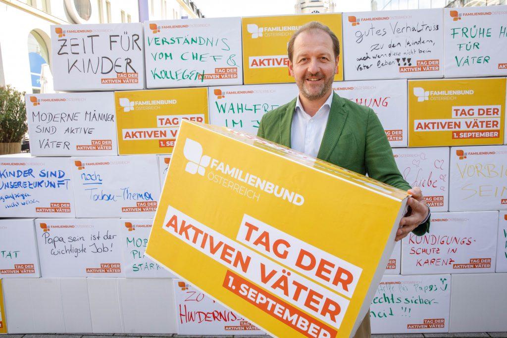 Die gemeinsam am Tag der aktiven Väter (01.09.21) gestaltete Wunsch-Wand am Martin-Luther-Platz in Linz zeigte die vielfachen WŸnsche und Forderungen der VŠter.