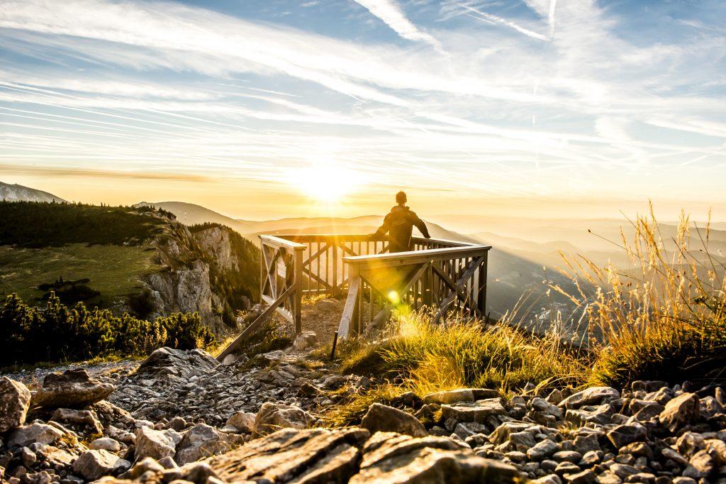 Unweit der Bundeshauptstadt befinden sich die Wiener Alpen, die sich dank zahlreicher Wanderwege und Attraktionen perfekt fŸr Wochenend- oder TagesausflŸge eignen. Die meisten davon sind mit den …ffis einfach und schnell erreichbar.