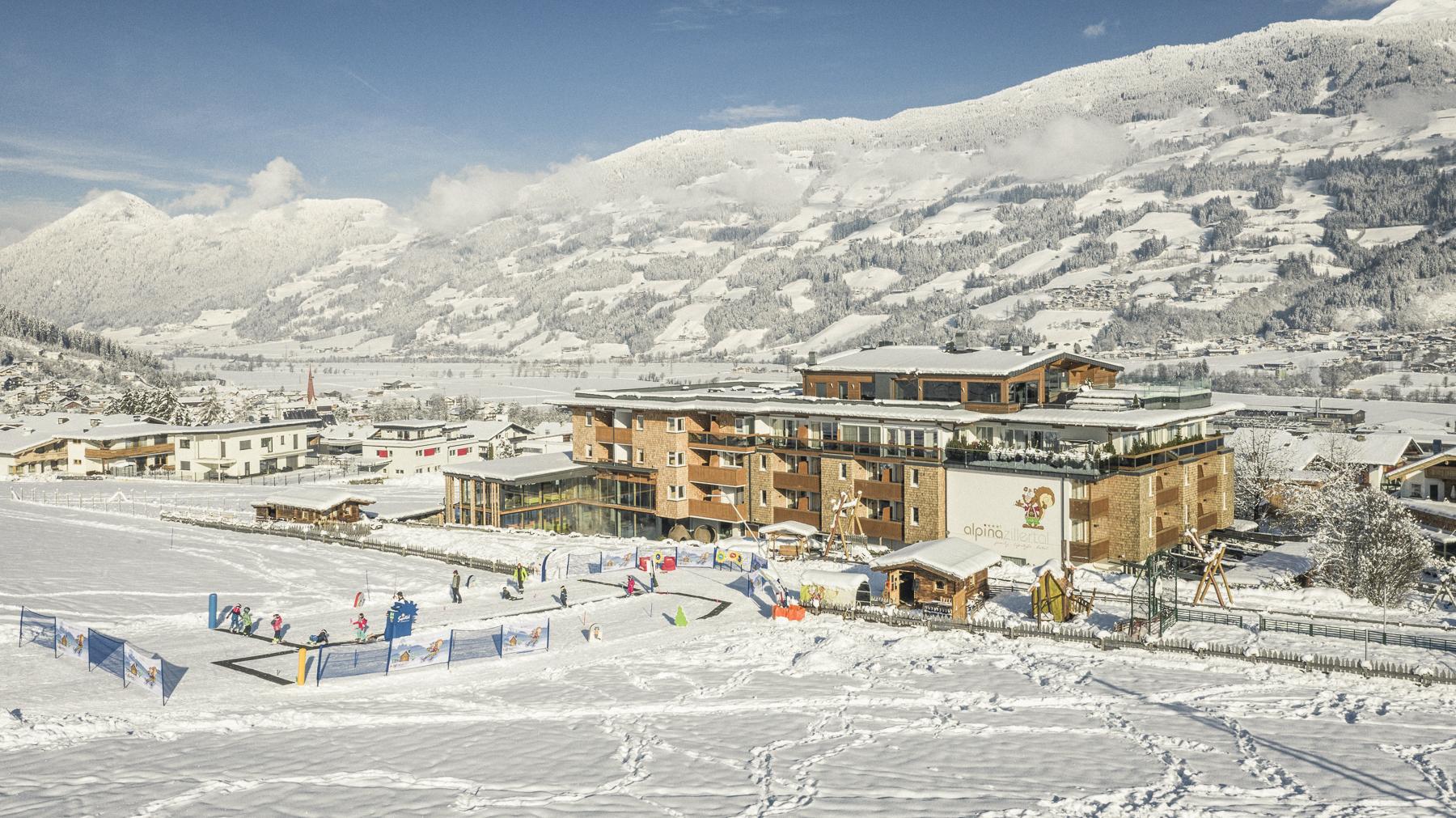aussenansicht_des_hotels_im_winter_c_jan_hanser_mood_photography_alpina_zillertal