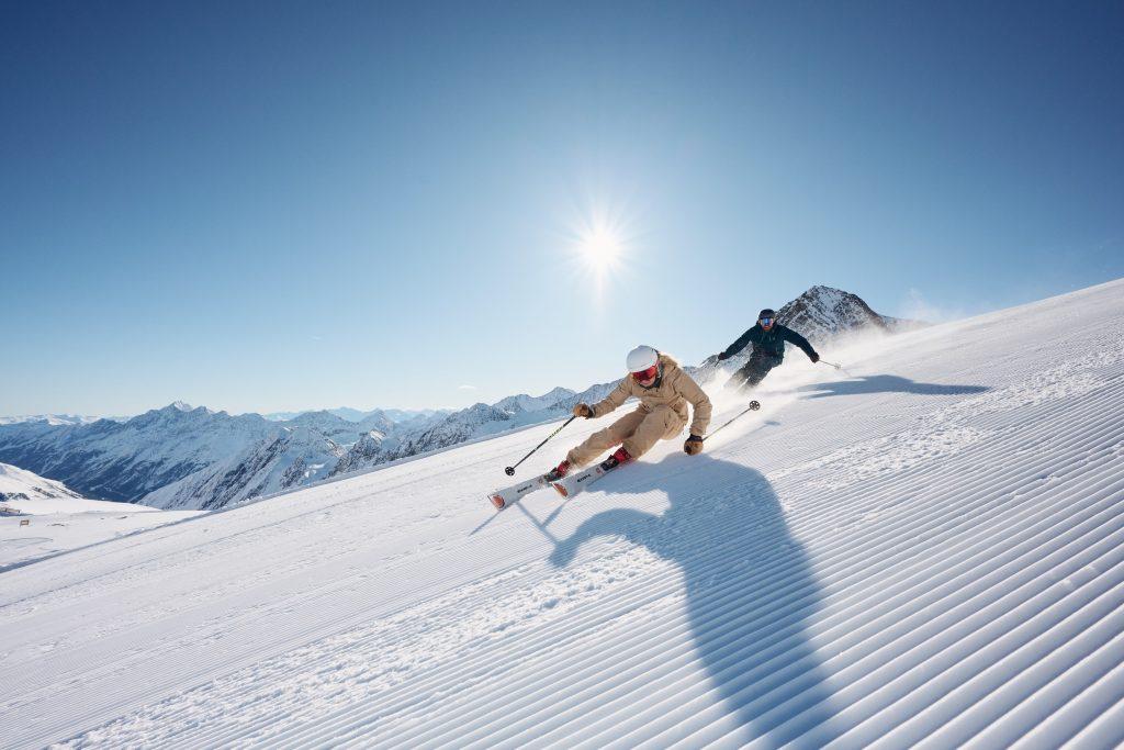 Es ist angerichtet: Der Stubaier Gletscher startet den Winterbetrieb am Freitag, 8. Oktober 2021. In nur 45 Minuten von Innsbruck aus erreichbar, bietet der Stubaier Gletscher Einsteigern, Fortgeschrittenen und Profis beste Bedingungen fŸr die ersten SchwŸnge der Saison.